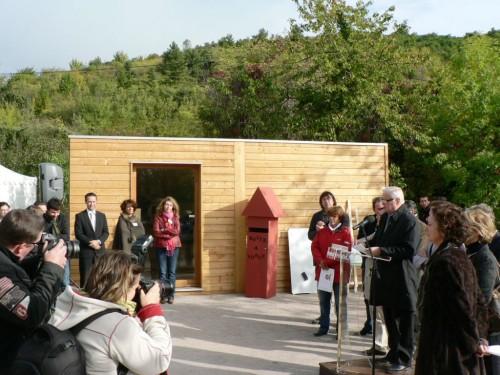 Le maire de Clermont-Ferrand inaugure un bureau d'accueil bois de Bureau Vert